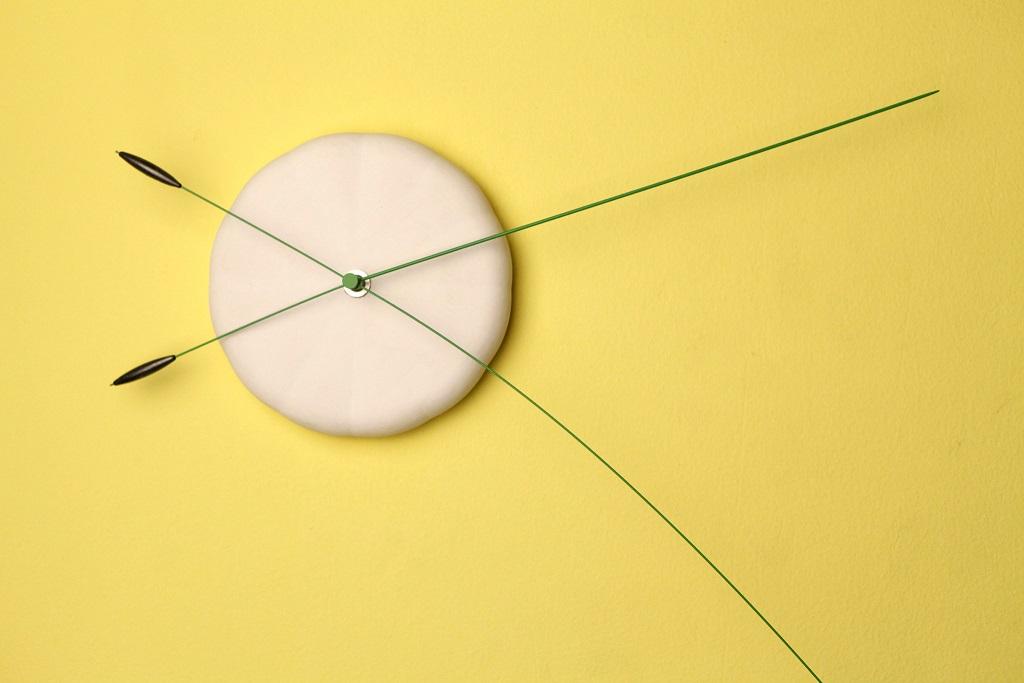 שעון כפיף, 2012, סטודיו Ve (מכונות זמן- שי כרמון ובן קלינגר), צילום דן פרץ