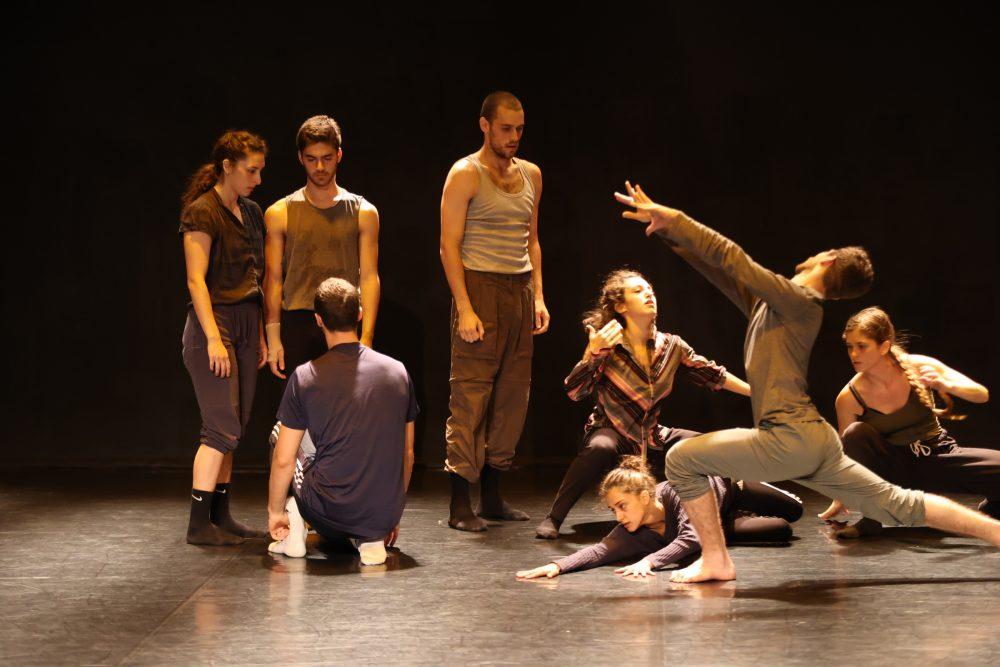 Сцена из балета Эммануэля Гата 1 – Photo Rafi Delouya