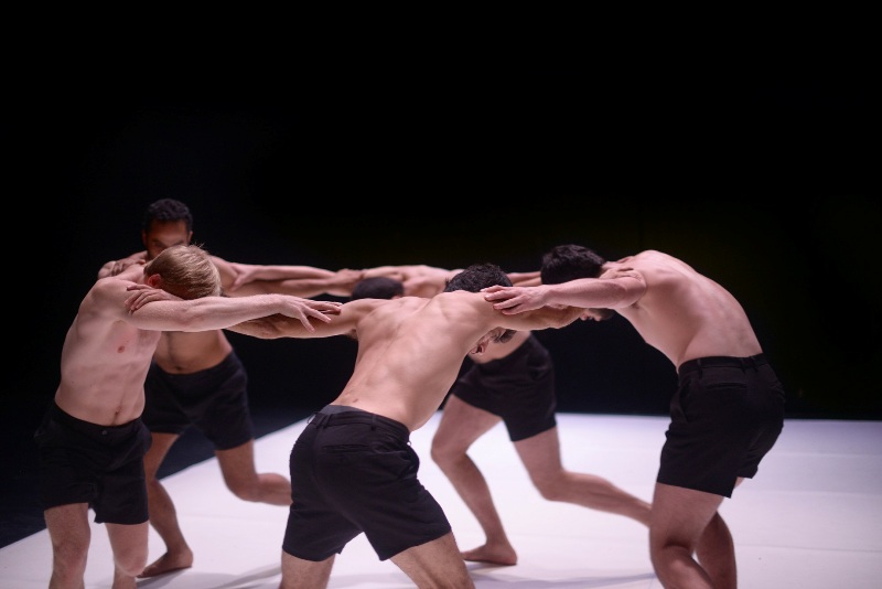 "Сцена из балета ""Boys"". Фото: Keren Kraizer"