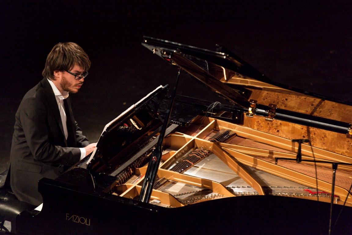 Пианист ИмриТальгам