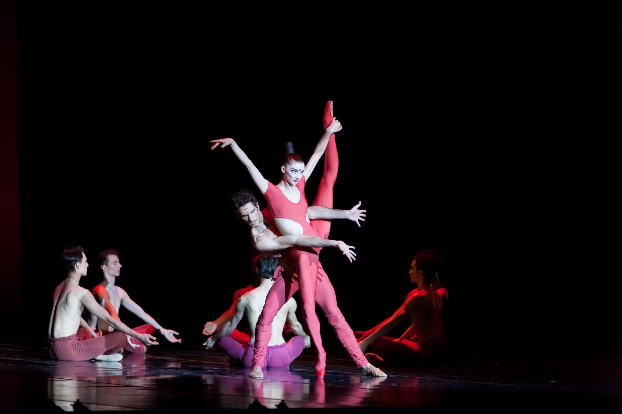 """Катерина Шалкина в балете """"Бхакти"""". Фото: Илья Школьник"""